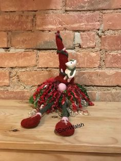 Needle Felted Gnome with little felted mouse. Christmas gift, home decor - Needle Felted Gnome with little felted mouse. Christmas Colors, Christmas Lights, Christmas Wreaths, Christmas Ornaments, Christmas Decor, Etsy Christmas, Needle Felted Animals, Needle Felting, Girl Gnome