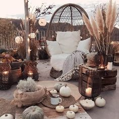 What is Bohemian hippie decor: From antique goods to botanical print textures, conventional style in some cases gets negative criticism as fusty and obsolete.