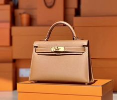 You can find pretty nice Gucci handbag replicas but all in all the authentic designer handbags offer more value for the money. Hermes Kelly Bag, Hermes Box, Hermes Paris, Hermes Birkin, Hermes Handbags, Fashion Handbags, Discount Designer Handbags, Designer Totes, Make Up