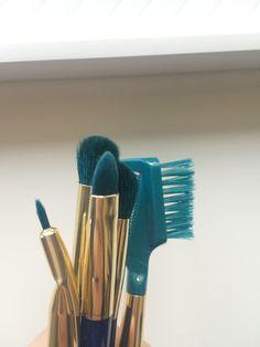 The Littlest Archivist : Must Have//Color Crazed Teal Brush Set