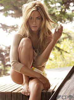 Jennifer Aniston in Vogue Maga. is listed (or ranked) 4 on the list The Most Beautiful Jennifer Aniston Pictures Jennifer Aniston Fotos, Jennifer Aniston Pictures, Jenifer Aniston, Jennifer Aniston Young, Craig Mcdean, Pretty People, Beautiful People, Beautiful Women, Beautiful Goddess