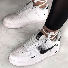 Cute Sneakers, Sneakers Nike, Sneakers Style, White Shoes Outfit Sneakers, Summer Sneakers, Nike Shoes Outfits, Nike Casual Shoes, Casual Sneakers, Summer Shoes