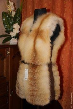 Real Fur Vest, Faux Fur Vests, Fur Fashion, Womens Fashion, Fox Coat, Fur Clothing, Fur Accessories, Fabulous Furs, Nike Outfits