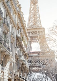 Gorgeous light on the Eiffel Tower in the 7th Arrondissement - My Paris Perfect experience - the Viennese Girl