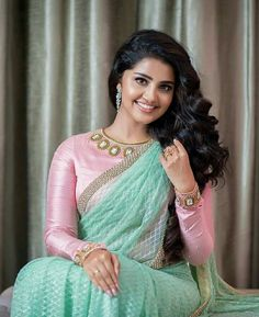 Anupama looking beautiful in light green saree with full hand pink blouse – Hot and Sexy Actress Pictures Fancy Blouse Designs, Blouse Neck Designs, Blouse Styles, Beautiful Saree, Beautiful Indian Actress, Saree Blouse Patterns, Saree Look, Elegant Saree, Indian Beauty Saree