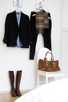 I love brown boots with black pants - i think this is the perfect way to pull it all off. Stable inspiration!