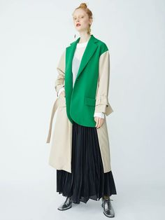 DOCKING TAILORED CT camel coat with color block kelly green, green and camel tone coat in an edgy style Fashion Details, Love Fashion, Winter Fashion, Womens Fashion, Fashion Design, Modest Fashion, Fashion Outfits, Japan Fashion, Mantel