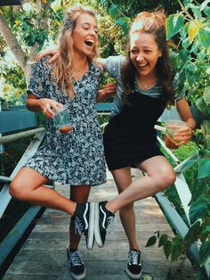 Esta foto es de amistad y divertirse