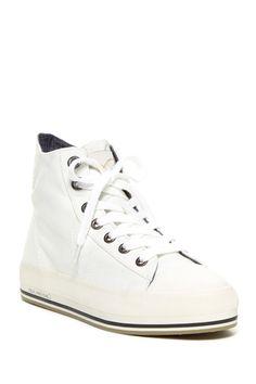 Genie Hi Top Sneaker//