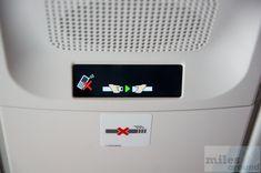 LCD für die Benutzung des Mobiltelefon und Anschnallzeichen - Check more at https://www.miles-around.de/trip-reports/business-class/erstflug-singapore-airlines-airbus-a350/,  #A350-900 #Airbus #avgeek #Aviation #BusinessClass #DUS #Erstflug #Flughafen #Inauguralflight #SIN #SingaporeAirlines #SQ #TripReport