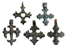 Древнерусские нательные кресты с криновидным окончанием лопастей, XI-XIII вв.