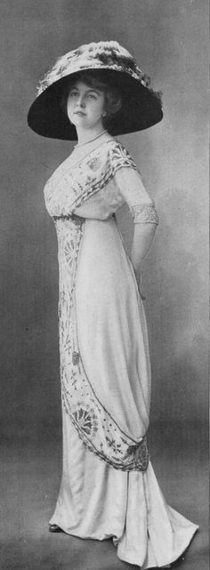 Evening gown. Wish I could find out who designed it.