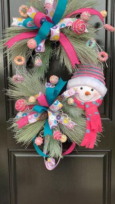 Learn to make designer Christmas wreaths for your home or to sell on Etsy by Julie Siomacco pro wreath designer and owner of Southern Charm Wreaths! 💕💙🤍