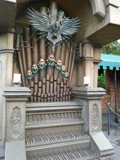 Interactive pipe organ in the queue at Haunted Mansion, Orlando.  Photo by John Eagen