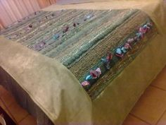 Resultado de imagen para pieceras a telar Manta Crochet, Weaving Textiles, Weaving Projects, Rug Hooking, Loom Knitting, Wool Yarn, Rug Runner, Lana, Pillows