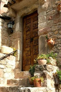 Home entrance in the south of France . Love the door and love the south of France! House Entrance, Grand Entrance, Entrance Doors, Doorway, Old Doors, Windows And Doors, Door Knockers, Door Knobs, Boho Home