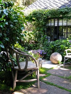 Secluded, quiet courtyard garden...
