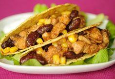 A csirkemell az örök megunhatatlan, és jól elkészítve isteni - ezúttal 30 perces, könnyen elkészíthető fogásokat hoztunk! Taco Pizza, What To Cook, Tex Mex, Fajitas, Nachos, Meat Recipes, Guacamole, Hamburger, Chili