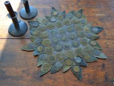 Primitive Wool Penny Rug Pattern Antique Design Penny Rug Colonial New Penny Rug Patterns, Wool Applique Patterns, Felt Applique, Penny Rugs, Bing Bilder, Wool Quilts, Flannel Quilts, Wool Art, Rug Hooking