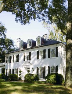 Beautiful exterior with dormers, arched windows, black shutters and perfectly trimmed boxwoods on the front lawn. Exterior Paint, Exterior Design, Exterior Shutters, Stucco Exterior, Exterior Colors, White Shutters, Classic Shutters, Classic House, White Houses