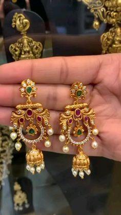 Gold Earrings Models, Jewelry Design Earrings, Gold Earrings Designs, Gold Bangles Design, Gold Jewellery Design, Bridal Jewelry Vintage, Gold Jewelry Simple, Heavy Earrings, Ear Rings