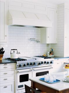 Dreary kitchen getting you down? Take matters into your own hands and give your cooking space a makeover with inspiration from fellow DIY enthusiasts.