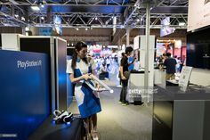 A Sony's staff reboots a video game using Sony's PlayStation VR headset during the 2016 Tokyo Game Show at Makuhari Messe Convention Center in Chiba prefecture, east of Tokyo, Japan, 15 September 2016, asia's biggest gaming event kicked off.