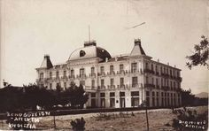 Hotel Apergi, Kifissia Old Photos, Vintage Photos, Athens Greece, Home Art, Taj Mahal, Restaurants, The Past, Greek, Hotels