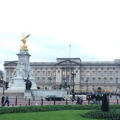 Apparently my gran in law was home.  #thequeen #queen #grandma #nan #buckinghampalace #london #westminster #royal #palace #greatbritain #england #unitedkingdom #uk #travel #adventure #wanderlust #semesterabroad #studyabroad by bella_dicaprio