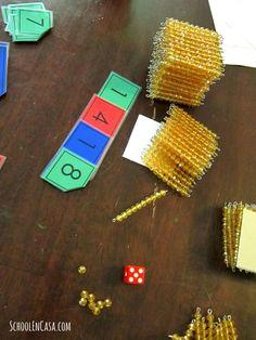 Un juego de valor posicional divertido y sencillo. Usa las perlas doradas Montessori, pero se puede usar los bloques de base 10 tambien. #matemáticas