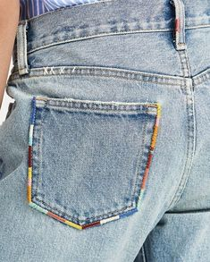 Simple Embroidery, Shirt Embroidery, Embroidery Stitches, Embroidery Patterns, Jeans With Embroidery, Diy Jean Embroidery, Embroidery Fashion, Broderie Anglaise Fabric, Diy Broderie