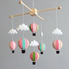 diy baby mobile kit make your own hot air balloon door ButtonFaceCo Baby Shower Gift Basket, Baby Shower Presents, Unique Baby Shower Gifts, Baby Shower Gifts For Boys, Baby Boy Shower, Diy Hot Air Balloons, Cool Baby, Diy Bebe, Baby Crafts