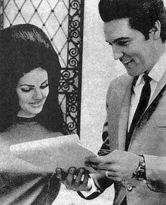 Elvis and Priscilla - Elvis & Priscilla Presley Photo - Fanpop Elvis And Priscilla, Lisa Marie Presley, Graceland, Great Love Stories, Love Story, Robert Sean Leonard, Elvis Presley Family, Cheap Wedding Venues, Wedding Guest List