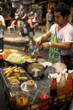 thailand street food - Thai man cooking pad thai noodles in the streets of khao san road in ...