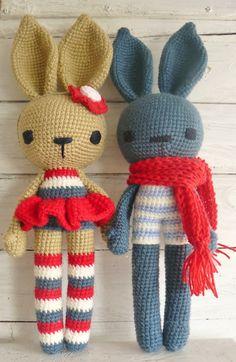 Niedliche Häschen **Mila** und **Theo**. Sie wurde mit viel Liebe gehäkelt und suchen eine neues Zuhause. **Mila** ist eine Ballerina , ist beige und trägt Tüttü, rot-creme-blau gestreifte...