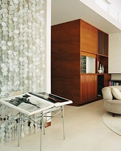 Home Tours: Mid-Century Modern-- I love the capiz curtain, so effortless Mid-century Modern, Modern Design, Living Area, Living Room, Beaded Curtains, Divas, House Tours, Small Spaces, Mid Century