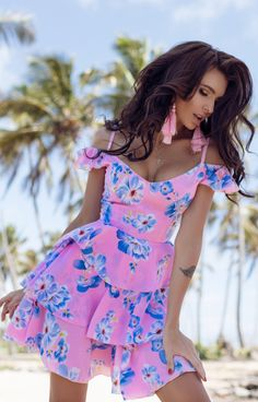 Fashion Hacks Pants Spring Summer Short Dresses has never been so Chic! Since the beginning of the year many girls were looking for our Perfect guide and it is finally got released. Now It Is Time To Take Action! Flower Dresses, Pretty Dresses, Girly Outfits, Stylish Outfits, Women's Fashion Dresses, Modest Fashion, Star Fashion, Womens Fashion, Fashion Trends