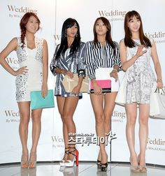 SISTAR. Love these cutesy girls. Killer bodies. *crying about my fitness while admiring theirs