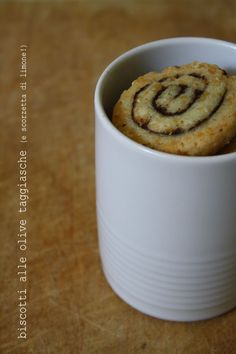- VANIGLIA - storie di cucina: biscotti salati alle olive taggiasche