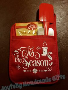 Pin by Kellie Oddan on Cricut explorer Christmas Gifts For Coworkers, Diy Christmas Gifts, Christmas Projects, Christmas Ideas, Holiday Crafts, Holiday Ideas, Christmas Aprons, Christmas Vinyl, Pot Holder Crafts