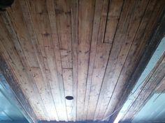 Plafond centenaire restauré et fini a la cire d'abeille. Rustic, Centenarian, Surfboard Wax, Bee, Ceiling, Country Primitive, Retro, Farmhouse Style, Primitives