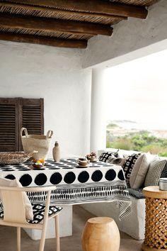 indoor/outdoor dining space