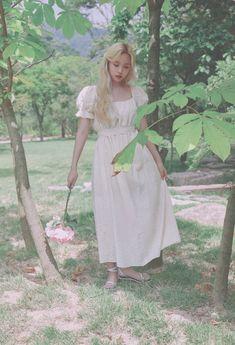 Nayeon, Kpop Girl Groups, Korean Girl Groups, Kpop Girls, My Girl, Cool Girl, Cute Girls, Angel Aesthetic, Aesthetic Photo