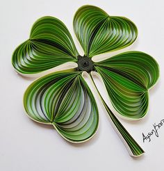 Quilled Paper Art: four leaf clover - Best Quilling Ideas Paper Quilling Tutorial, Paper Quilling Flowers, Paper Quilling Patterns, Quilled Paper Art, Quilling Paper Craft, Paper Crafts, Quilling Ideas, Quilling Jewelry, Quilled Creations