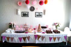 I torsdags på kristi himmelfartsdag var jeg til min lille guddatter Sofie´s barnedåb. Det var en fantastisk dag, solen skinnede og forventningerne var høje! Udover at have fået æren af at være Sofi… Holidays And Events, Deserts, Birthday Cake, Table Decorations, Sweet Stuff, Celebrations, Party Ideas, Cakes, Google Search