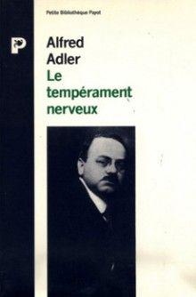 Adler étudie, dans l'espace social, le dynamisme de la personnalité considérée comme une et indivisible. Il analyse son mouvement psychique d'un en-bas vers un en-haut, de la féminité vers la masculinité, de l'infériorité et de l'insécurité vers la supériorité et la sécurité, c'est-à-dire vers un but compensateur déterminant les souvenirs, les rêves, les actes manqués. Un individu se crée ainsi son style de vie, son caractère.