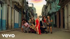 Kylie Minogue mit Gente de Zona in Havanna Kylie Minogue Songs, Kylie Minogue Hair, Hip Hop Music Videos, Music Sites, Best Love Songs, My Favorite Music, Enrique Iglesias, Pitbull, Superstar