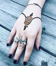 Cute florals to perk up your hands Henna Designs Kids, Modern Henna Designs, Finger Henna Designs, Mehndi Designs 2018, Mehndi Designs Book, Mehndi Designs For Beginners, Mehndi Design Photos, Beautiful Henna Designs, Mehndi Designs For Fingers