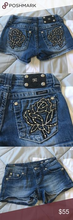 🎀MISS ME SHORTS🎀 Super cute rose embellished miss me shorts size 26 in excellent condition!! Only worn a few times and they no longer fit me so they need a new home! BUNDLE AND SAVE 😘👍💖😀 Miss Me Shorts Jean Shorts