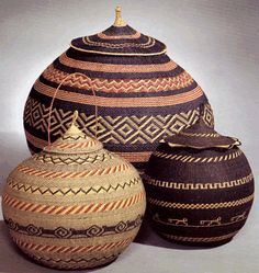 South American pieces work well with auburn floors. South American Art, Wicker Baskets, Woven Baskets, Basket Weaving, Handicraft, Fiber Art, Creations, Arts And Crafts, Pottery